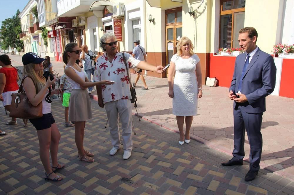 Официальным началом празднования Дня Феодосии стала церемония открытия памятной информационной доски