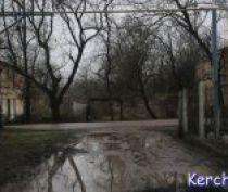 Керченская администрация забыла про дороги во дворах по Розы Люксембург