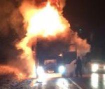 На керченской трассе сгорела фура (видео)