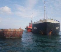Корма сидящего на мели в Феодосийском заливе сухогруза «Берг» ушла под воду после шторма