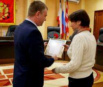В Керчи работникам бытового обслуживания и ЖКХ вручили награды