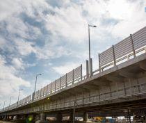 Строители Крымского моста начали установку шумозащитных экранов вдоль автодороги