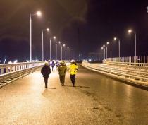 Строители Крымского моста протестировали освещение автодороги
