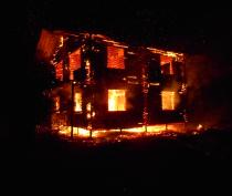 Сгорел двухэтажный дом