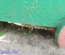 На детской площадке в Керчи гниют конструкции