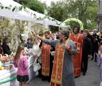 Традиционный праздник милосердия и благотворительности «Белый цветок» прошел в Ливадии