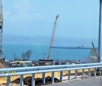 На автоподходах к Крымскому мосту будет стоять пост ДПС и досмотровый комплекс