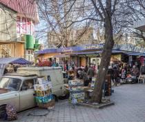 Второй этап добровольного демонтажа торговых объектов начался на площади Куйбышева в Симферополе