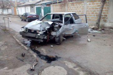 В Феодосии мужчина на «восьмерке» протаранил забор (ФОТО)