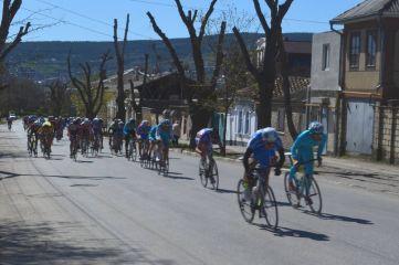 В нашем городе соревнуются лучшие велогонщики-юниоры со всей России