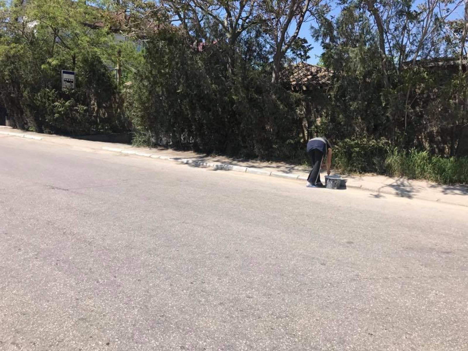 Фото новости - В Коктебеле убирают дорогу