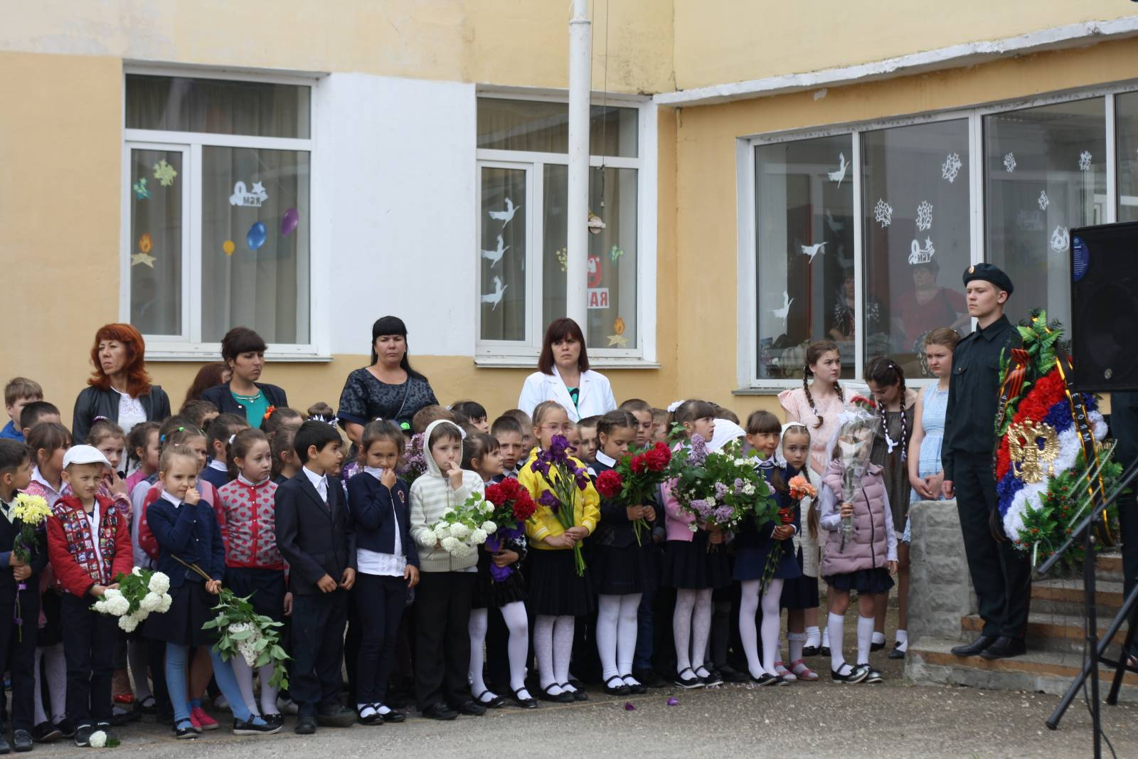 Фото новости - В феодосийских школах начались линейки