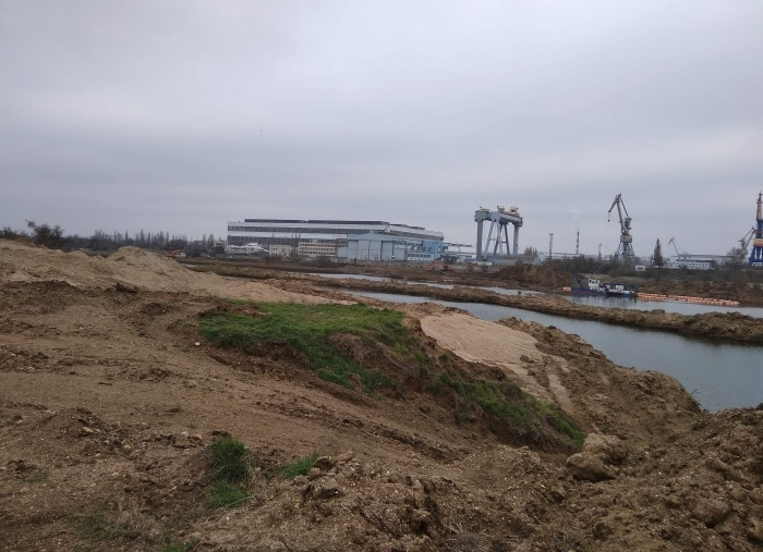 Раскрыты подробности по незаконной добыче песка в Керчи