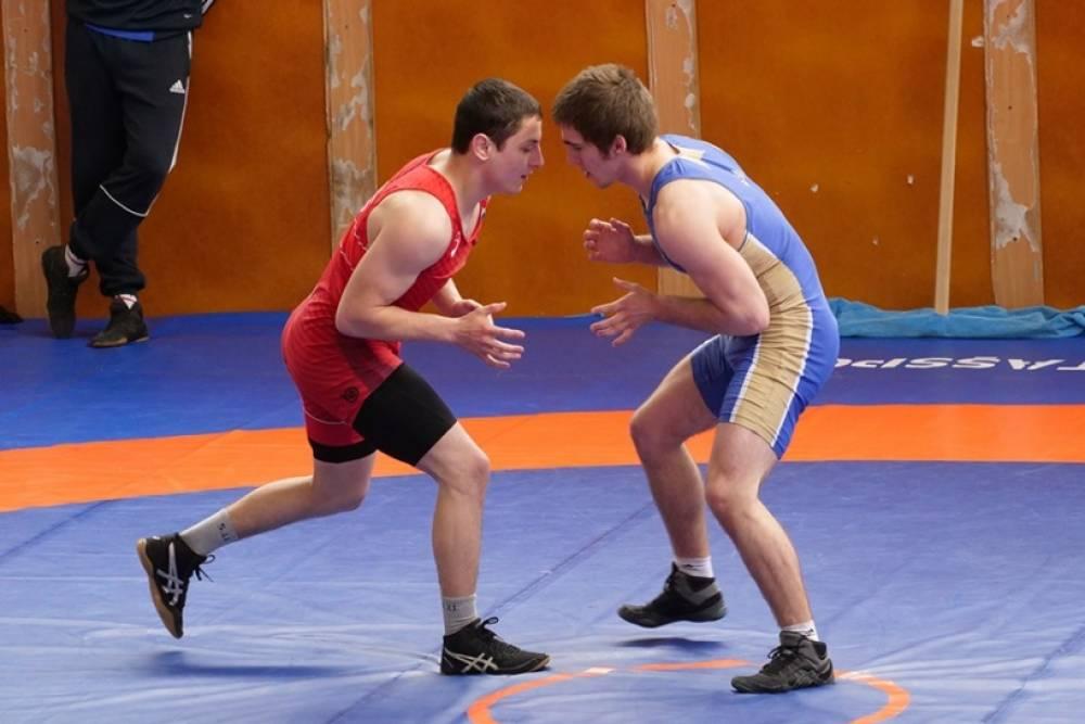 Юниорская сборная России по греко-римской борьбе провела сбор в Алуште