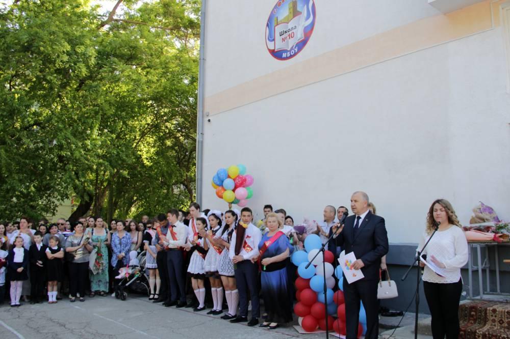 450 феодосийских учеников уходят из школ (видео)
