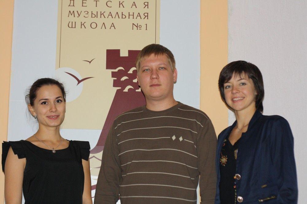 Выпускники Феодосийской детской музыкальной школы №1 поздравляют с Днем учителя