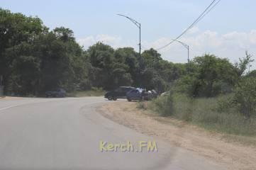 В Керчи в результате ДТП машина улетела в кювет