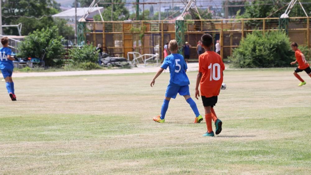 В Феодосии открыли турнир по футболу (фоторепортаж)