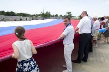 В Севастополе развернули гигантский флаг России