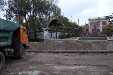 Феодосийский Ленин в песке