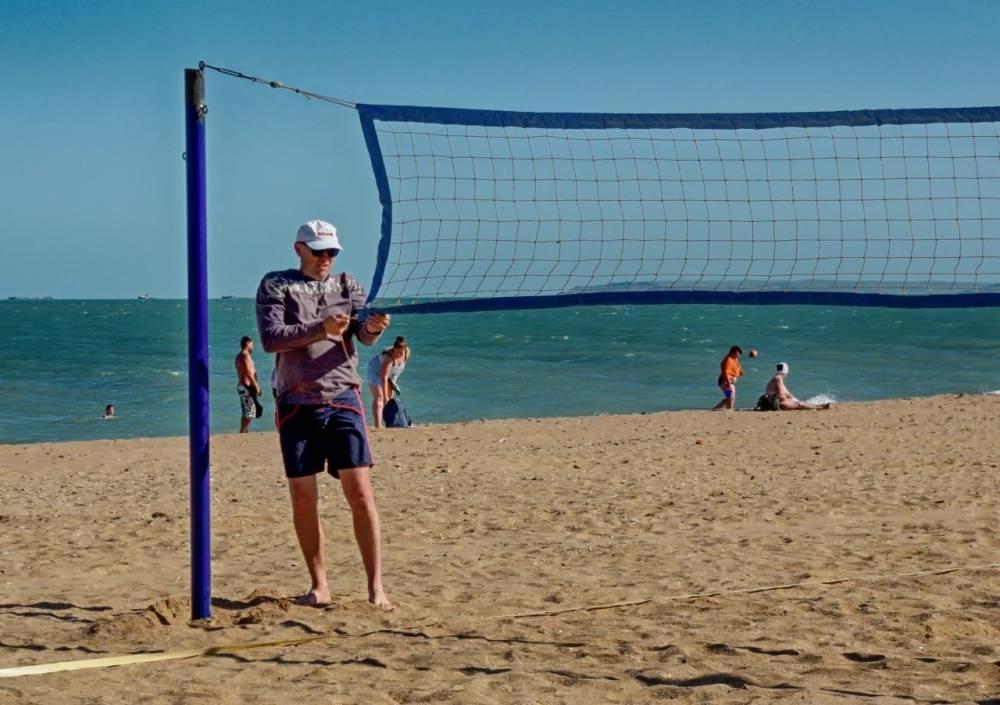 Керчан зовут на соревнования по волейболу