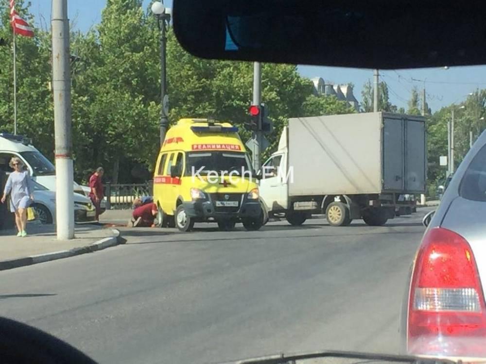 В центре Керчи образовалась пробка из-за сломанной машины «скорой помощи»