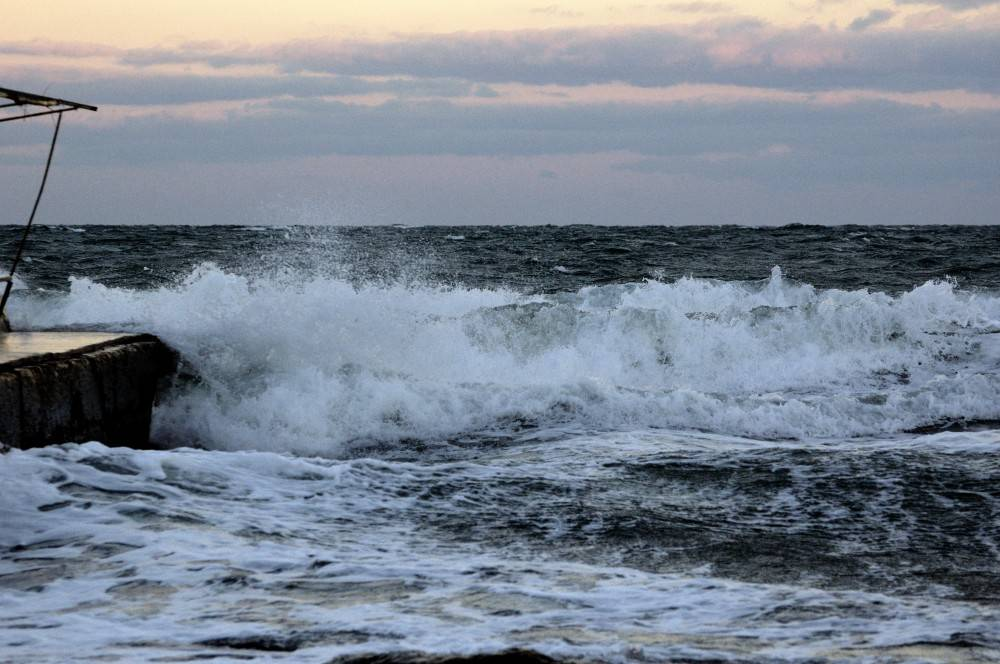 Октябрьский шторм в Феодосийской бухте. Набережная. Фотографии