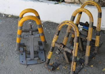 В пгт. Орджоникидзе демонтировали незаконно установленные стопперы