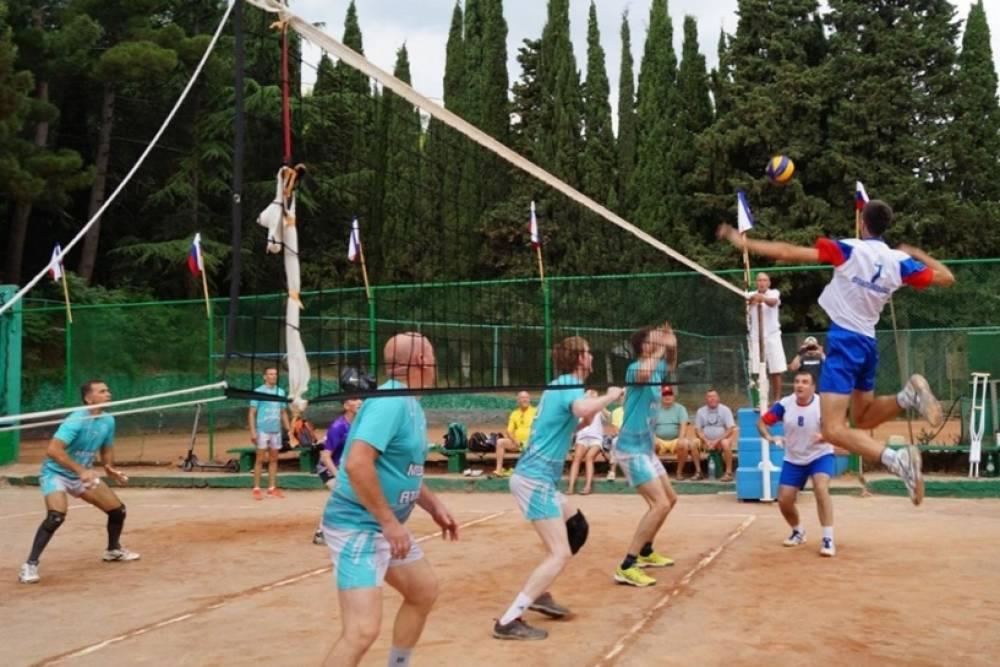 В Алуште прошел международный турнир команд ветеранов по волейболу