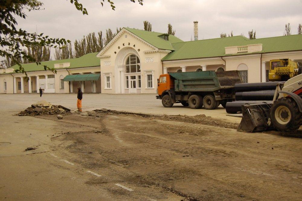Новый коллектор добрался до Привокзальной площади Феодосии