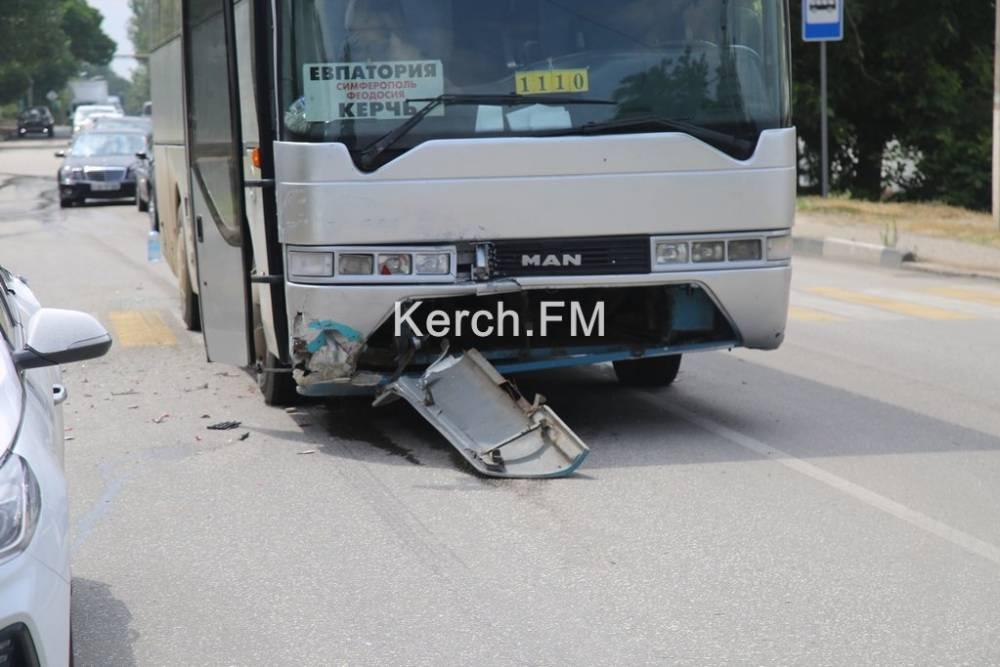 В Керчи столкнулись рейсовый автобус «Евпатория-Керчь» и «Hyundai»