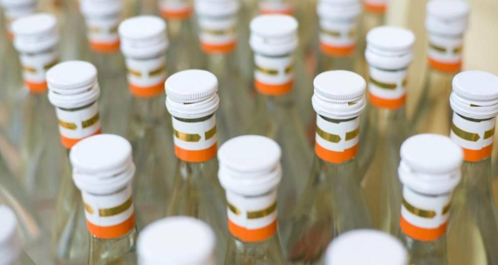 В Крыму сотрудники полиции пресекли деятельность двух крупных цехов по изготовлению алкогольного суррогата