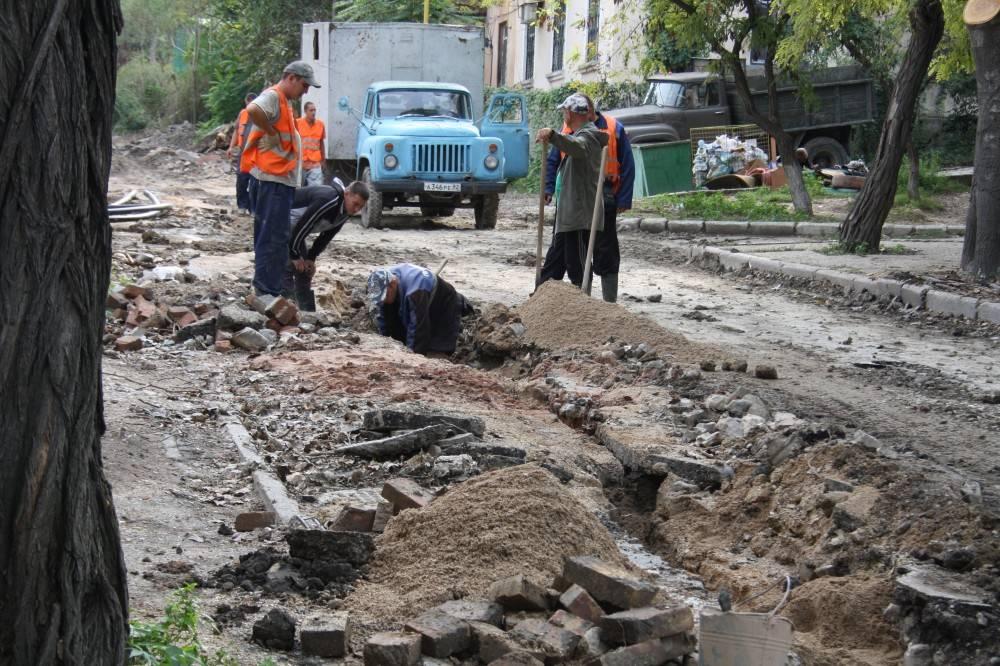 После аварийных работ в Феодосии кладут асфальт