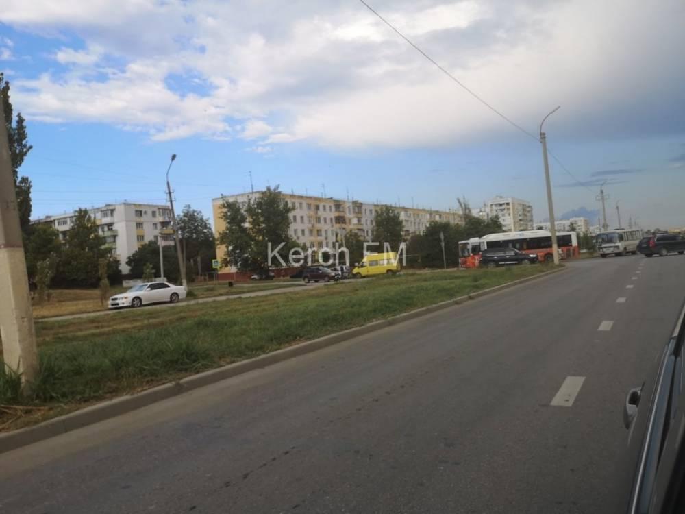 Перед пешеходным переходом столкнулись «ВАЗ» и «Ford»