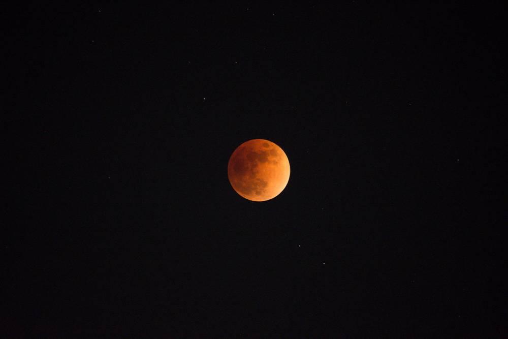 Сегодня лунное затмение в конце дня