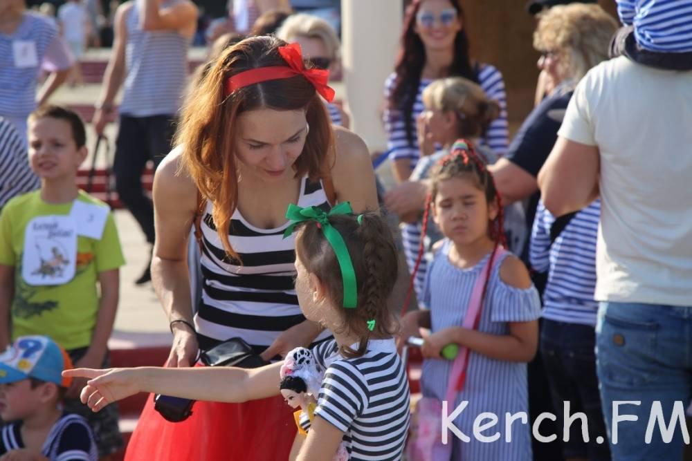 Парад тельняшек прошел по набережной Керчи