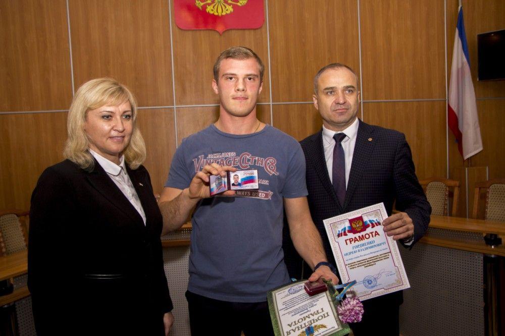 Власти Феодосии отметили дзюдоиста Андрея Гордиенко