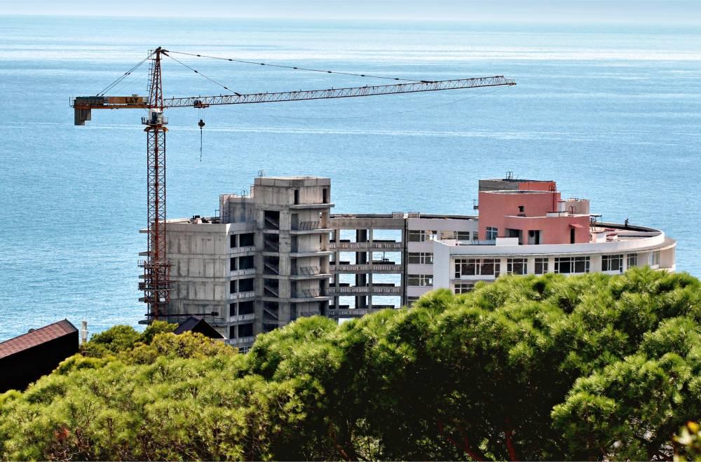 «Ни метра» жилья для расселения аварийных домов