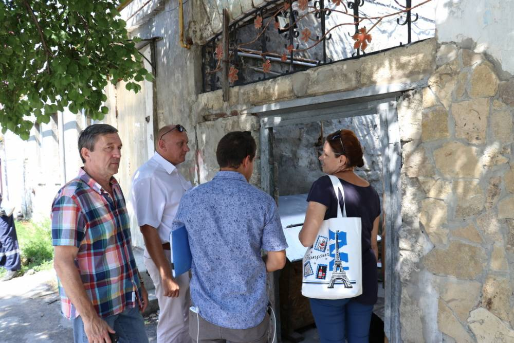 В Феодосии ведется борьба с незаконным сливом хозяйственно-бытовых отходов в систему ливнеотвода