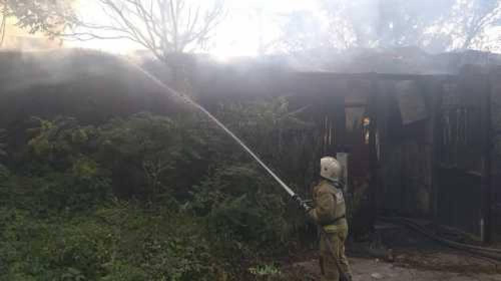 В севастопольском гараже сгорело три  машины