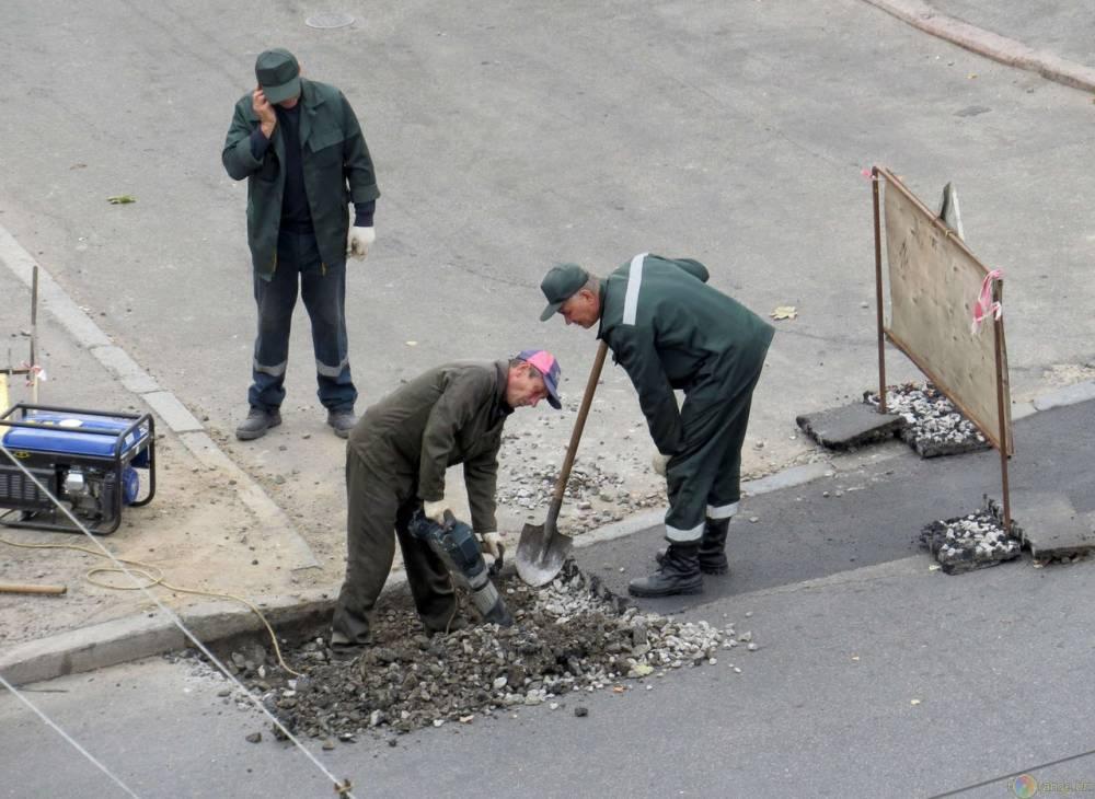 Аксенов возмутился перерытым центром в городе Саки
