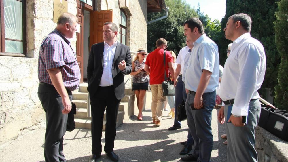 Глава администрации Ялты Алексей Челпанов провёл очередную встречу с жителями Фороса