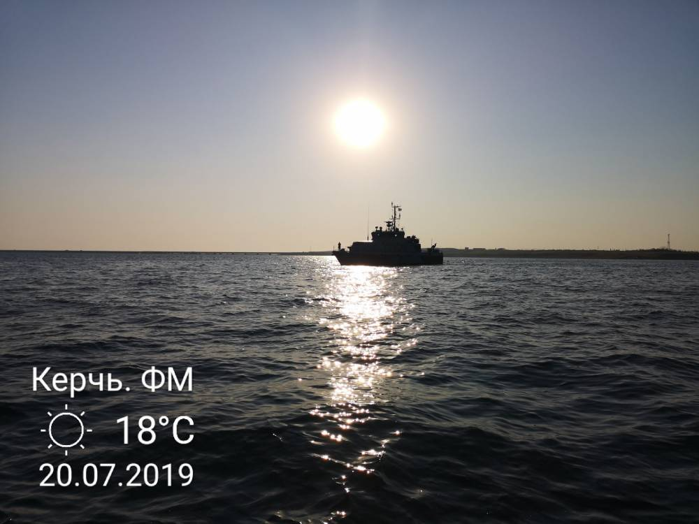 Бронемашины форсируют Керченский пролив