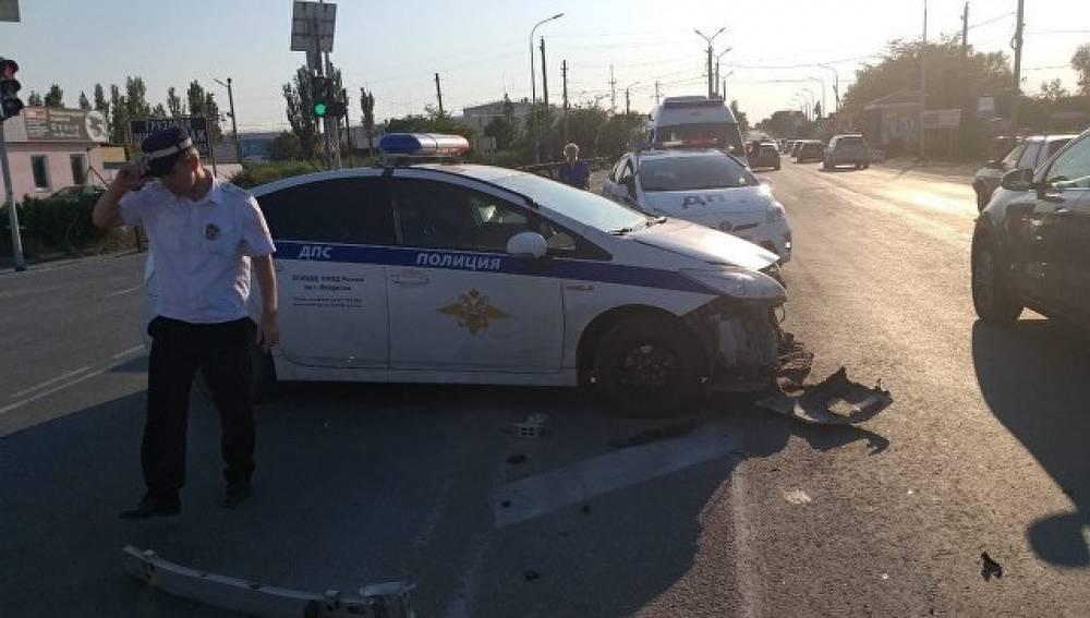 Автомобиль ДПС стал участником аварии на трассе в Феодосии