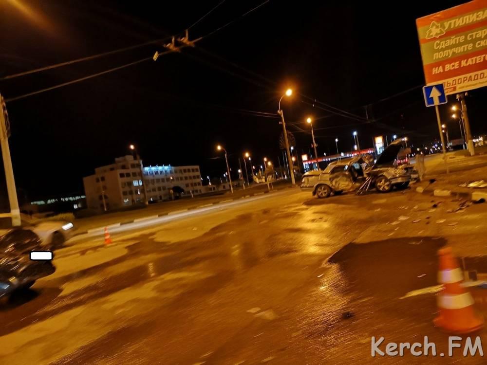 На Ворошиловском кольце в Керчи произошло ДТП с пострадавшими