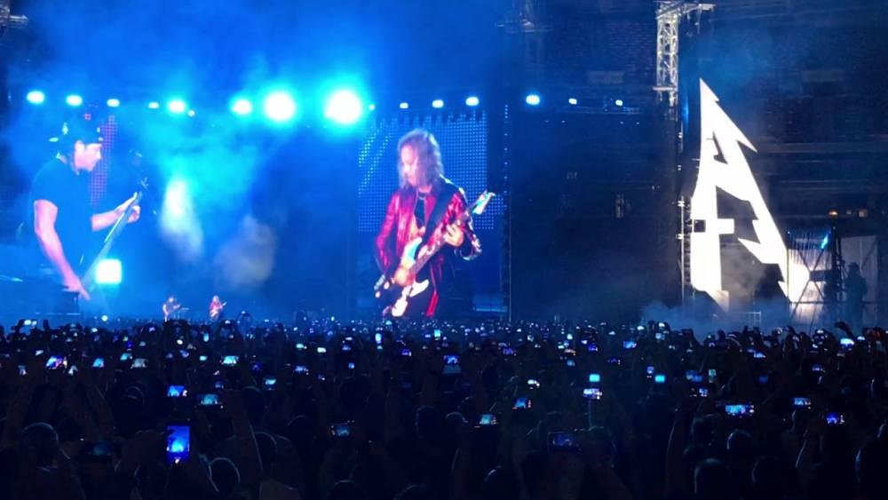 Легендарная группа Metallica спела Группу крови на русском языке