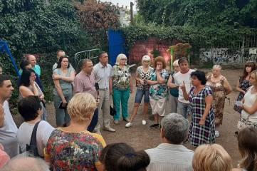 Депутаты Ялтинского горсовета Альберт Куршутов и Екатерина Качко встретились с жителями  улицы Дражинского