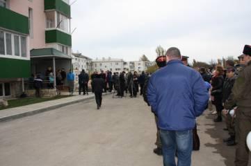 Феодосийцев переселили из аварийного жилья. Приезд Сергея Аксенова и много других фотографий