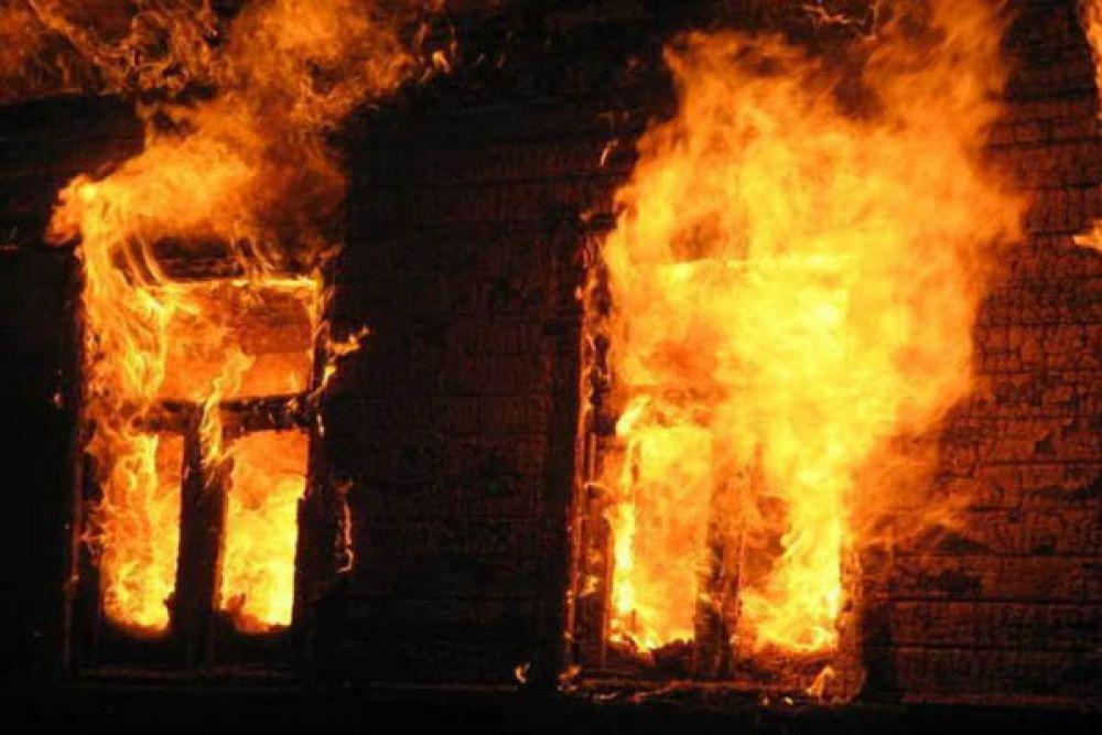 В Коктебеле сгорел двухэтажный жилой дом