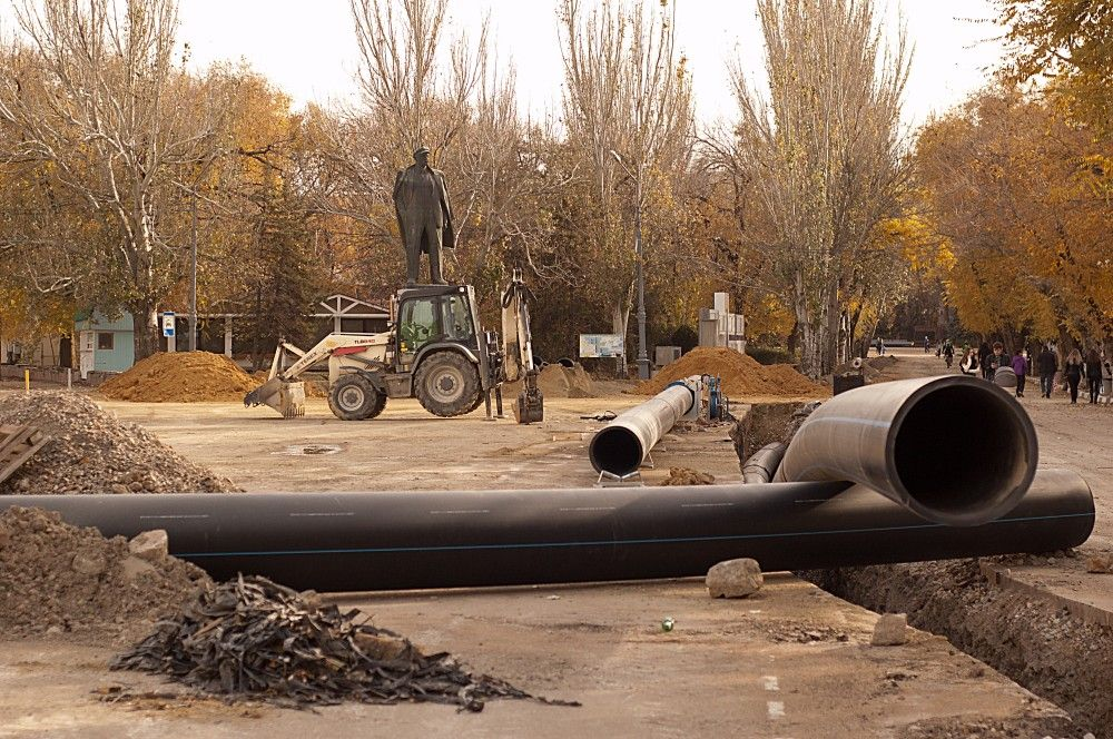 В Феодосии работы по укладке нового опорного коллектора завершат до конца года